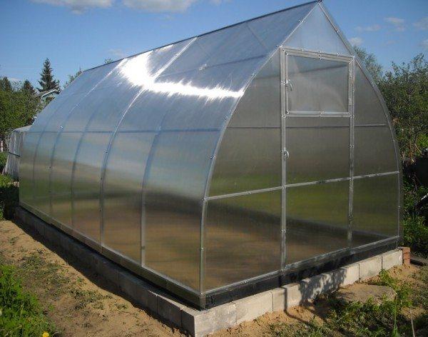 Если планируется эксплуатация теплицы не один/два года, основание у этой конструкции обязано быть.