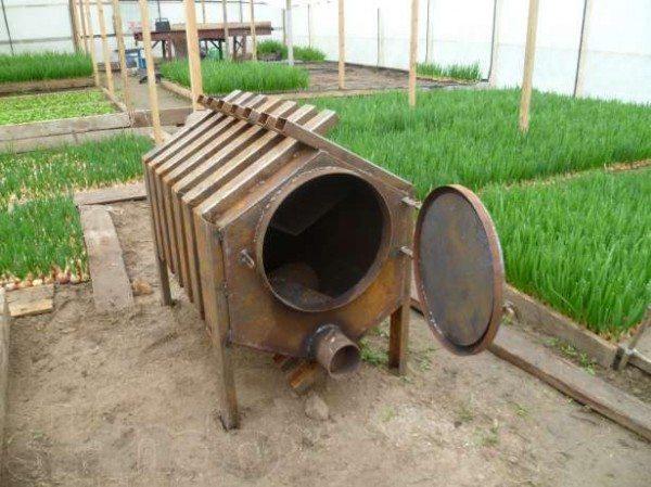 Эта конструкция любопытна использованием профилированной трубы.