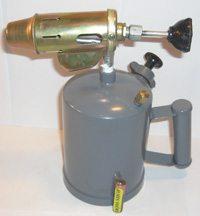 На фото представлена лампа с объемом бака 1,5 литра