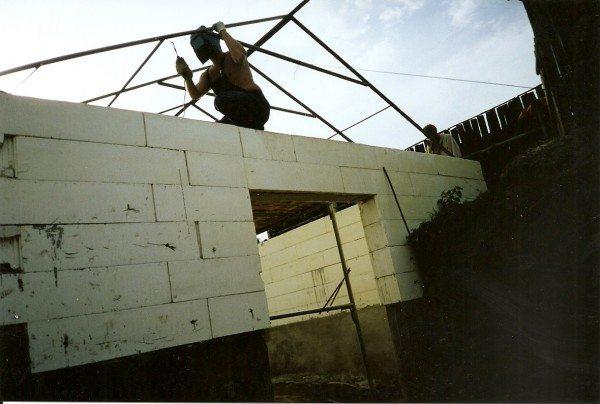 Строительство стен парника.