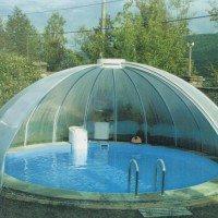 Большие конструкции данного образца можно использовать для защиты бассейнов или других стационарных элементов дачного участка