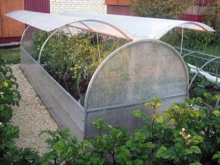 Конструкция с двусторонним открыванием давно полюбилась фермерам