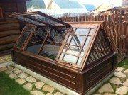 Со временем можно усовершенствовать сооружение, сделав открывающиеся створки из стекла