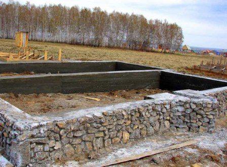 Стены, возведенные из камня