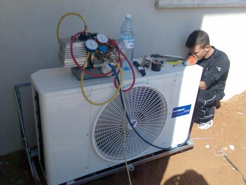 Бытовой кондиционер вполне может обеспечить приемлемый климат в теплице.