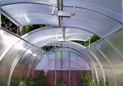 Любой дачник желает, чтобы его урожай был лучше и краше, чем у соседа, вот и приходится изгаляться на установке автоматических систем для теплиц