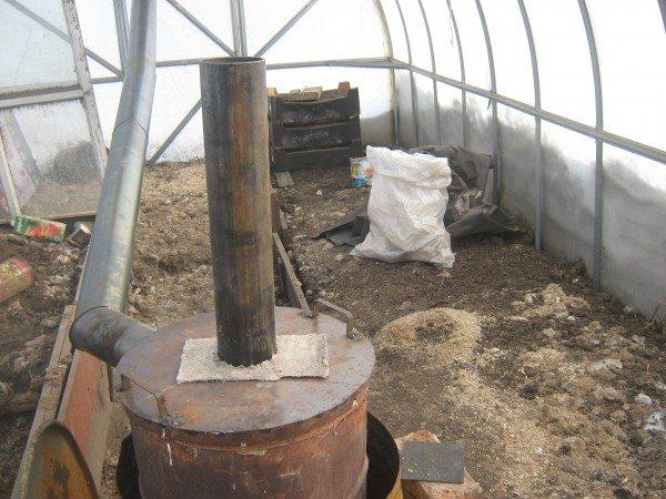 Небольшая печь на дровах, предназначенная для отопления