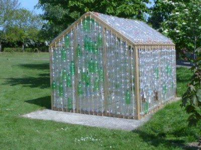 Пластиковая тара – экономичное решение для покрытия теплиц и парников