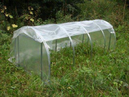 Пленка отлично подойдет для небольших конструкций, предназначенных для сезонного использования