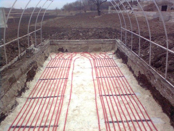 Правильное расположение кабелей позволит осуществлять контроль температуры в одном месте, а показания будут соответствовать всей площади