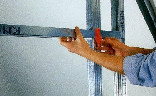 Профиль для гипсокартона – отличный материал для возведения подобных конструкций.