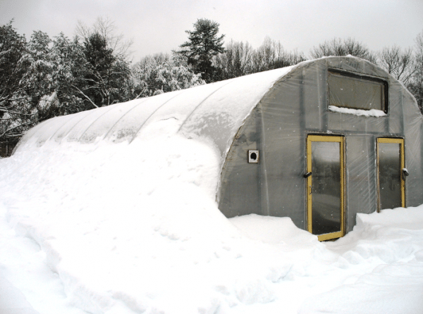 Цилиндрическая зимняя теплица