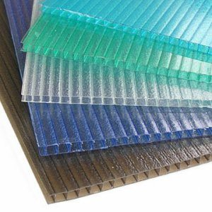 Внутри данный материал представляет собой отдельные секции, что делает его прочнее, легче и позволяет выполнять функции теплоизолятора