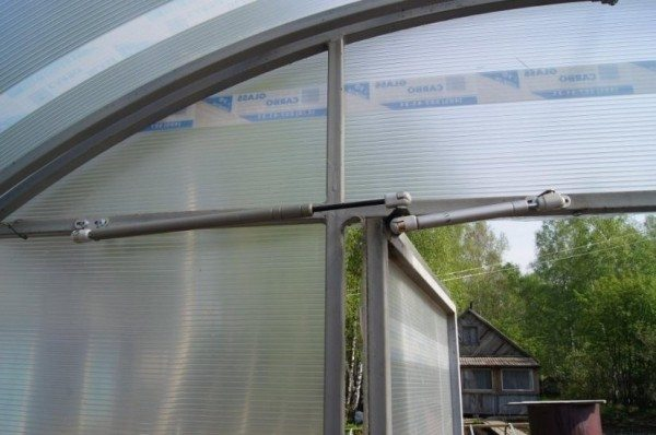 Систему проветривания можно установить не только на форточки, но и на двери