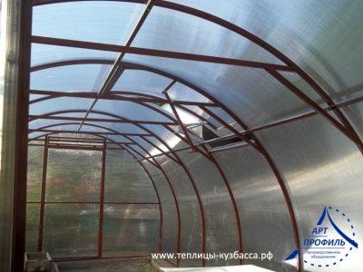 Устройство арочной конструкции позволит постройке устоять даже при выпадении большого количества снега