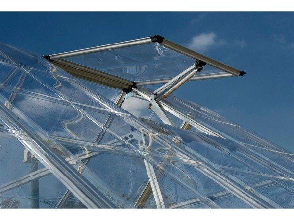 Монолитный поликарбонат в теплице - явление крайне редкое из-за большой цены.