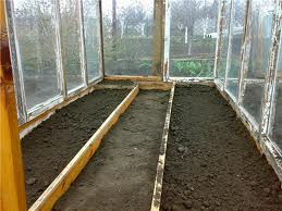 Подготовка почвы и формирование грядок.