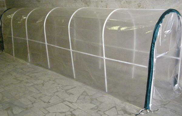 Чехол из стабилизированной пленки на пластиковом каркасе