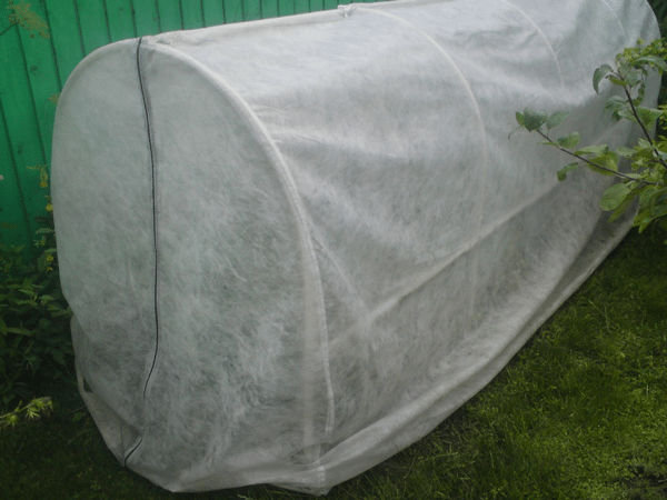 Минитеплица с чехлом из агроволокна на молнии