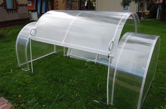 Сооружение небольших габаритов для выращивания рассады